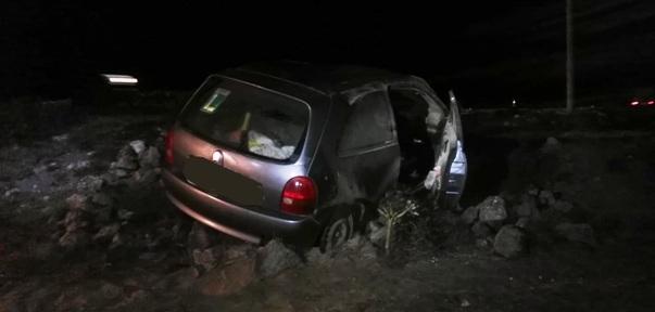 El siniestro de tráfico se producía en torno a las 6:30 horas de hoy, en la carretera LZ-20. Ninguno de los dos ocupantes sufrió heridas de consideración grave.